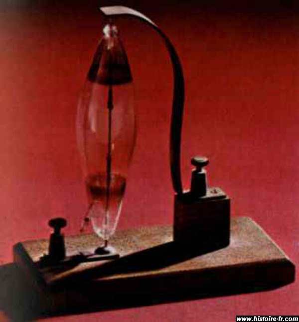 invention de la lampe a huile